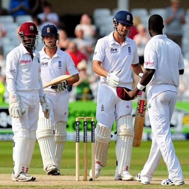 Alastair Cook and Darren Sammy shake hands